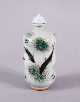 A CHINESE FAMILLE ROSE PORCELAIN TRIPLE GOURD SNUFF