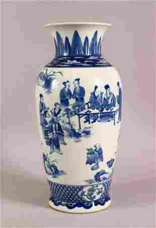 A LARGER CHINESE BLUE & WHITE PORCELAIN VASE, body