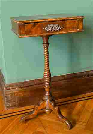 A SMALL GEORGIAN MAHOGANY STAND with single drawer, on