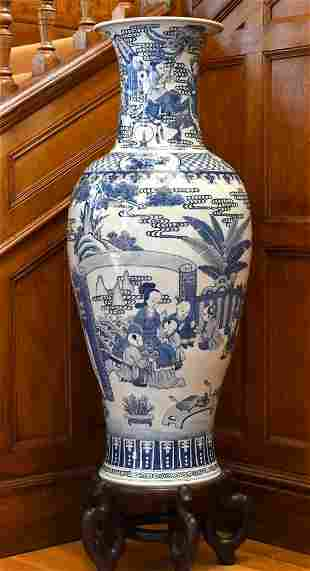 A LARGE CHINESE PORCELAIN BLUE AND WHITE VASE OF KANG