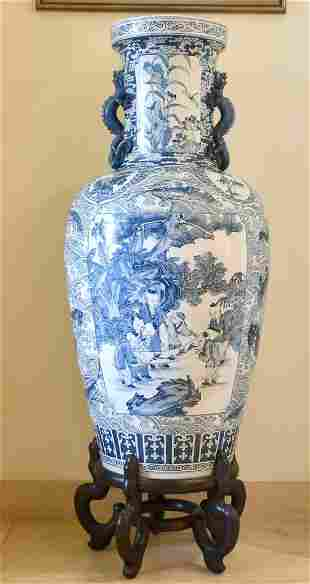 A LARGE CHINESE KANG HIS STYLE BLUE AND WHITE VASE AND