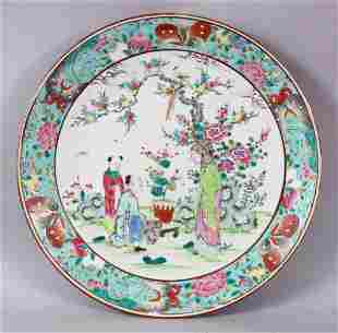 A 19TH CENTURY CHINESE FAMILLE ROSE PORCELAIN PLATE OF