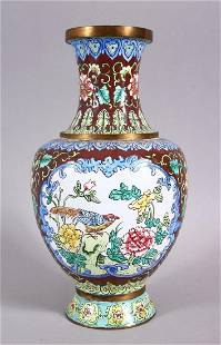 A GOOD 20TH CENTURY CHINESE ENAMEL VASE - ith a cafe au