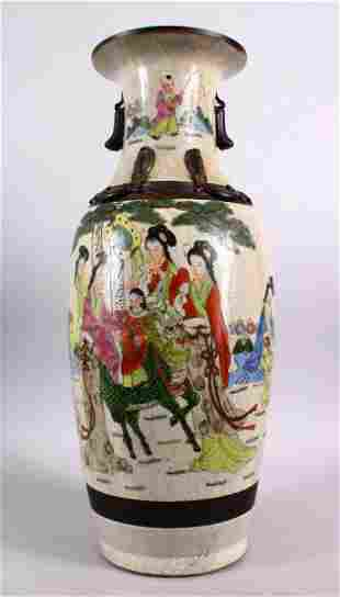 A LARGE CHINESE 19TH / 20TH CENTURY FAMILLE ROSE