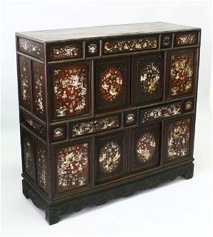 A 19TH/20TH CENTURY CHINESE MOTHER OF PEARL INLAID