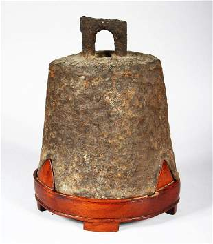 A 15TH / 16TH CENTURY CHINESE CAST IRON TEMPLE BELL,