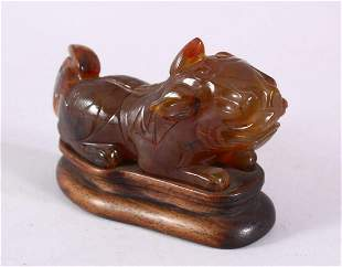 A CHINESE CARVED AGATE FIGURE OF A RECLINING BEAST,