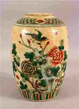 A 19TH CENTURY CHINESE FAMILLE VERTE PORCELAIN JAR -