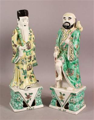 A PAIR OF CHINESE FAMILLE VERTE PORCELAIN IMMORTAL