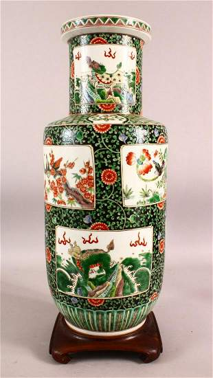 A CHINESE FAMILLE VERTE PORCELAIN VASE ON STAND - The