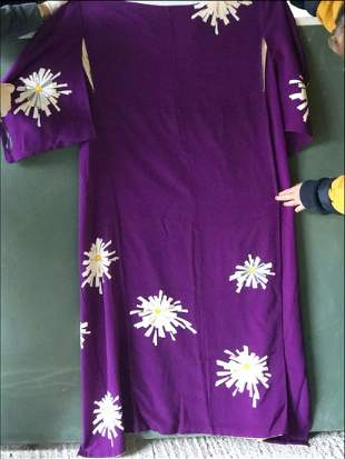 A PURPLE SILK CRAPE KIMONO decorated with daisies,