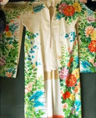 A GOOD HEAVY SILK KIMONO with colourful tropical floral