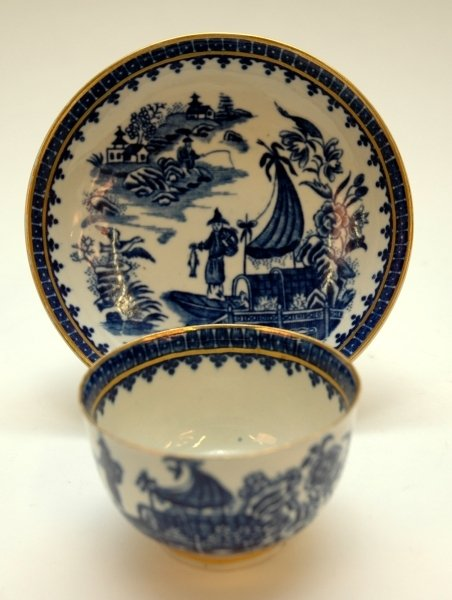 32: A WORCESTER BLUE AND WHITE TEA BOWL AND SAUCER, 'Fi