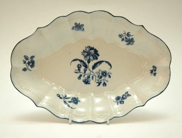 36: A WORCESTER BLUE AND WHITE OVAL SHAPED DISH, 'Flowe