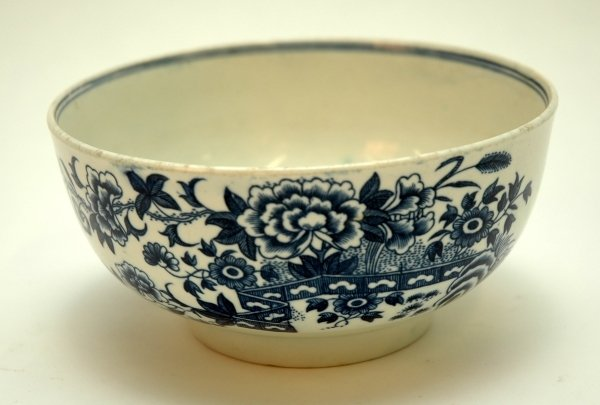 37: A WORCESTER BLUE AND WHITE CIRCULAR BOWL, 'The Fenc