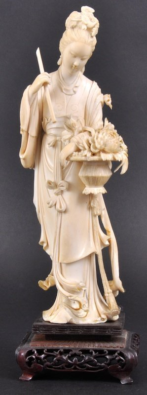 11:  A 19TH CENTURY CHINESE CARVED IVORY FIGURE OF GUAN