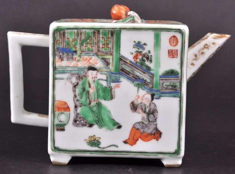 632: A 19TH CENTURY CHINESE FAMILLE VERTE SQUARE FORM T