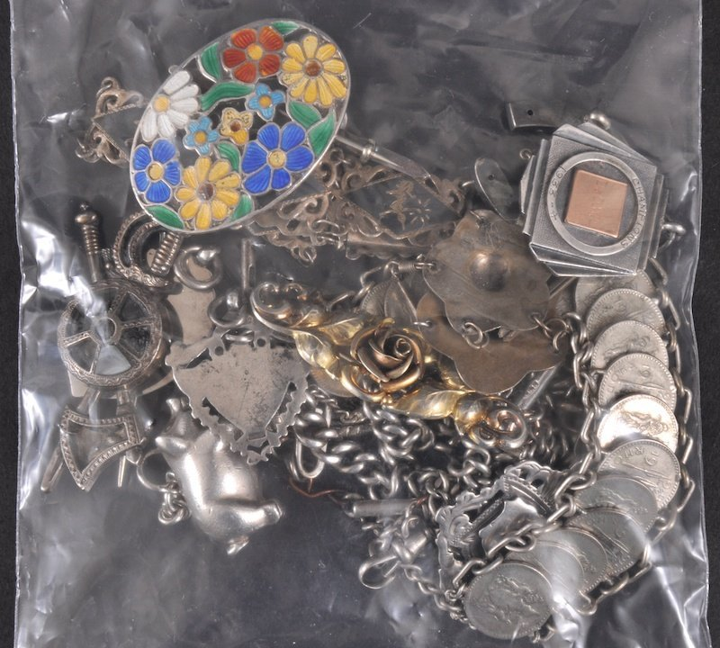 13:   A BAG OF SILVER JEWELLERY AND BIJOUTERIE includin