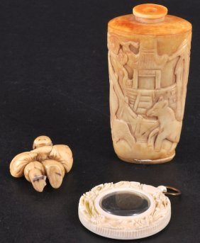 A CARVED SCENT BOTTLE, PICTURE FRAME AND NECKLACE