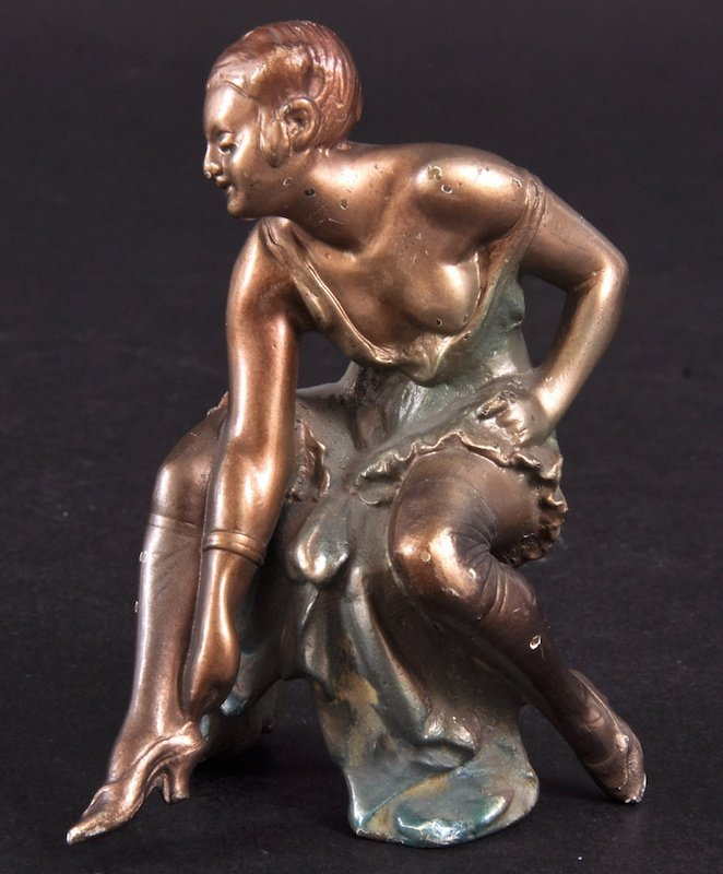 99: A RUDE GOLD CAST PAINTED GROUP OF A LADY.   3ins hi