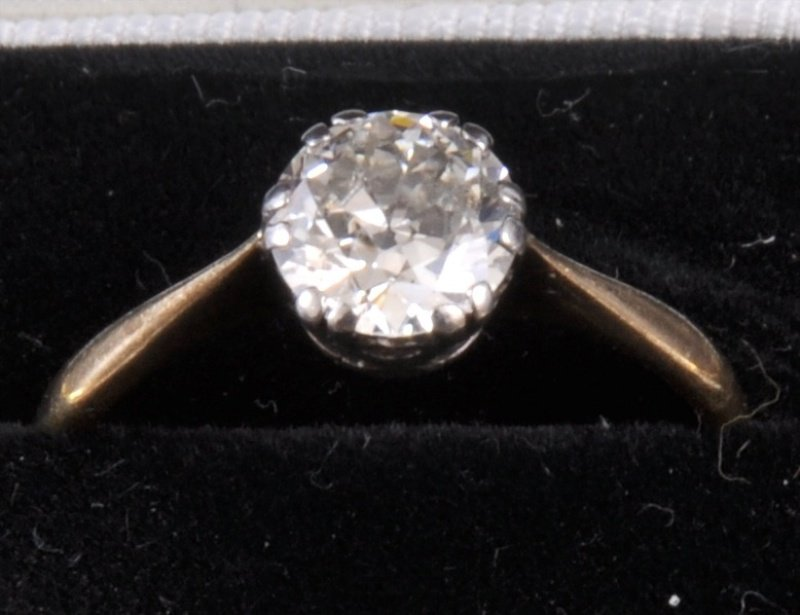 209: AN 18CT GOLD AND PLATINUM OLD CUT DIAMOND SOLITAIR