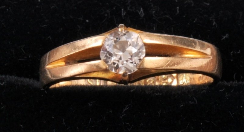 215: AN 18CT YELLOW GOLD OLD CUT DIAMOND SOLITAIRE RING