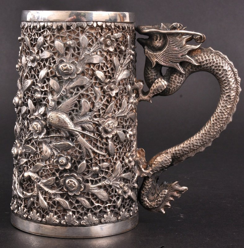 401:   A CHINESE SILVER TANKARD with dragon handle, the