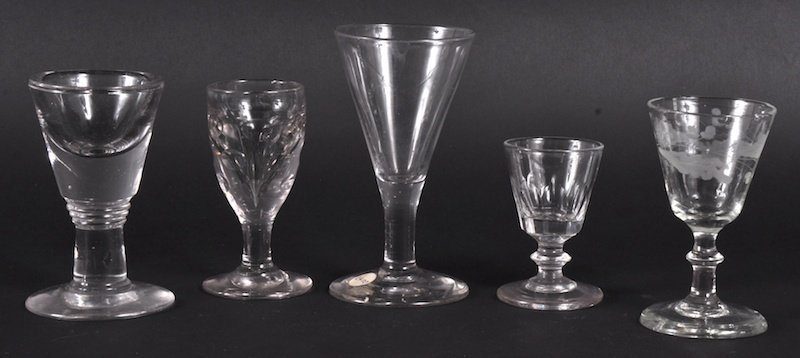 828: A GEORGIAN LICK GLASS and FOUR SMALL GLASSES (5).