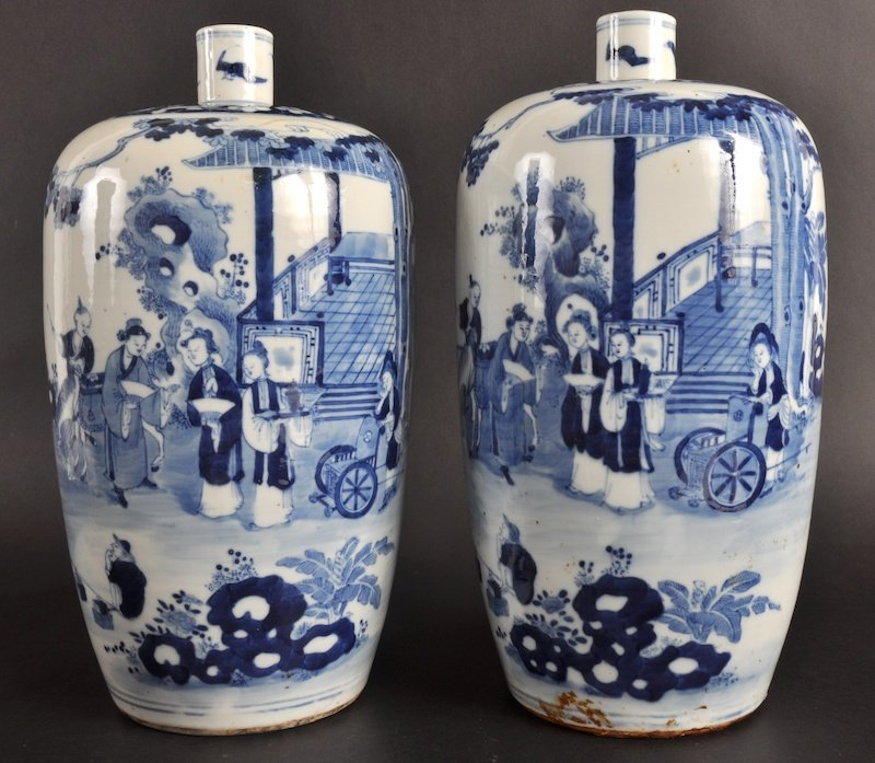 5:   A NEAR PAIR OF 19TH CENTURY CHINESE BLUE AND WHITE
