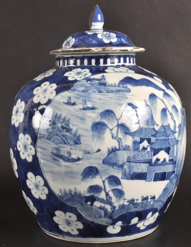 7:   A 19TH CENTURY CHINESE BLUE AND WHITE GINGER JAR A