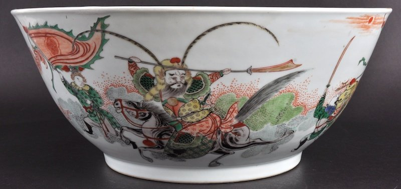 9: A LARGE 19TH CHINESE FAMILLE VERTE CIRCULAR BOWL pai