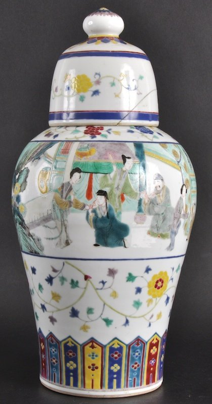 14:   A LATE 19TH CENTURY CHINESE PORCELAIN ENAMELLED V