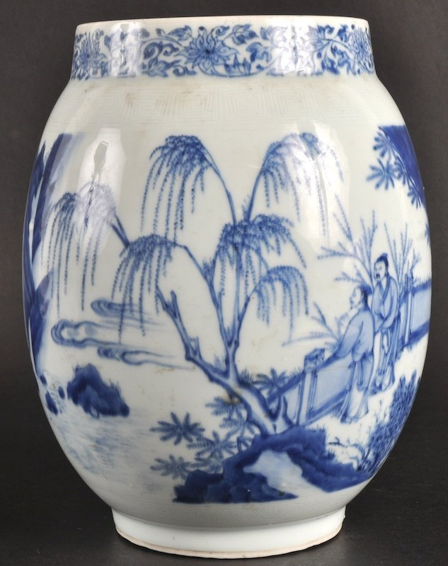 16:   A GOOD 19TH CENTURY CHINESE BLUE AND WHITE BALUST