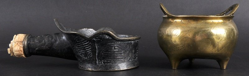 20:   A 19TH CENTURY CHINESE TWIN HANDLED BRONZE CENSER
