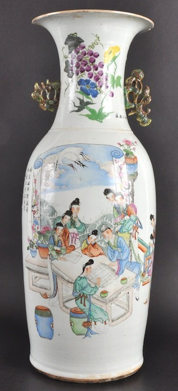 22: AN EARLY 20TH CENTURY CHINESE PORCELAIN TWIN HANDLE
