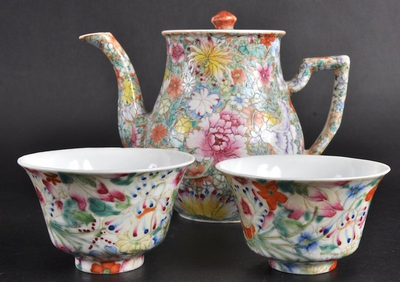24:   AN EARLY 20TH CENTURY CHINESE MILLIFIORE TEAPOT A
