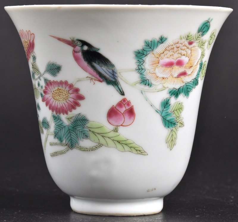 353:   A FINE 18TH CENTURY CHINESE PORCELAIN ENAMELLED