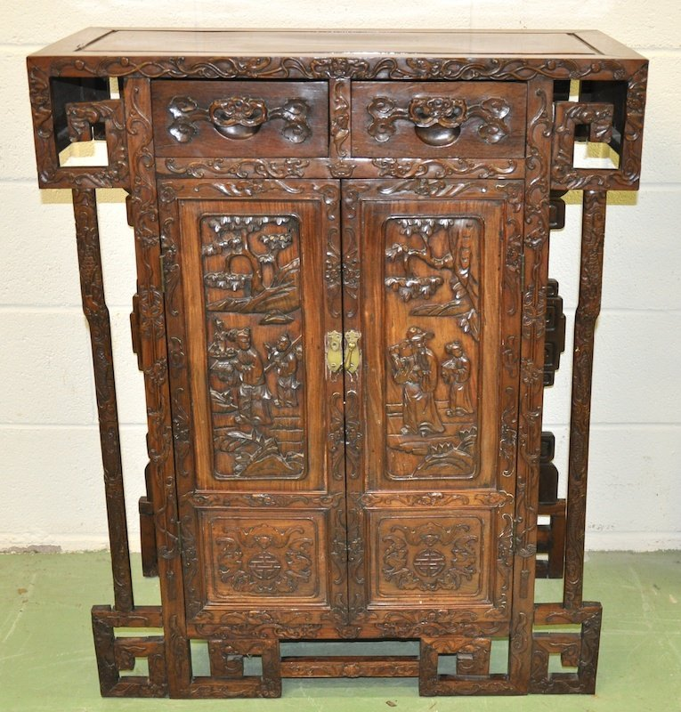 376:   A GOOD EARLY 20TH CENTURY CHINESE ROSEWOOD CABIN