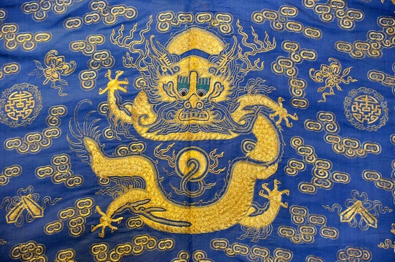 644:   A FINE 18TH CENTURY CHINESE IMPERIAL BLUE GROUND