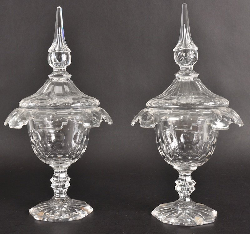 805:  A PAIR OF REGENCY CUT GLASS HONEY POTS AND COVERS