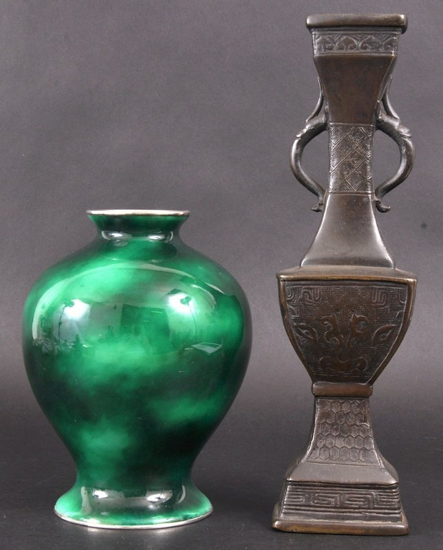 24:  A RARE EARLY 20TH CENTURY JAPANESE GREEN GORUND CL