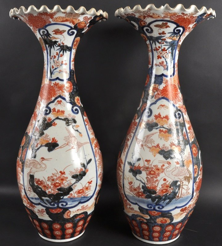 408:  A PAIR OF 19TH CENTURY JAPANESE IMARI TRUMPET SHA