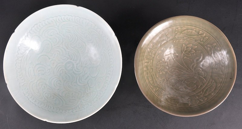 411:  A CHINESE GREEN CELADON CIRCULAR FLARED BOWL deco