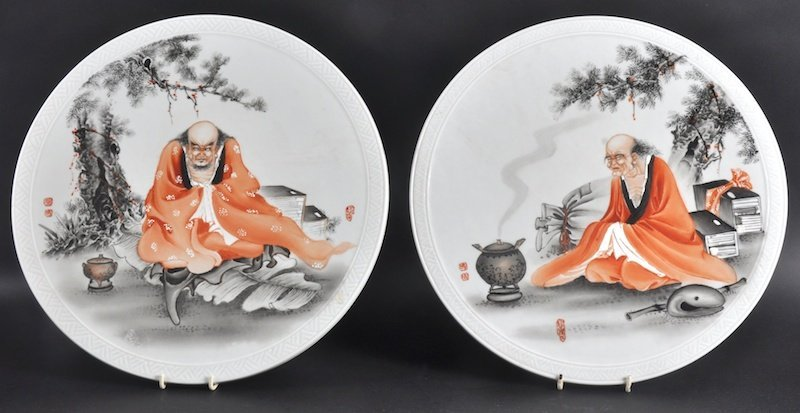 415: A PAIR OF EARLY 20TH CENTURY CHINESE CIRCULAR PORC