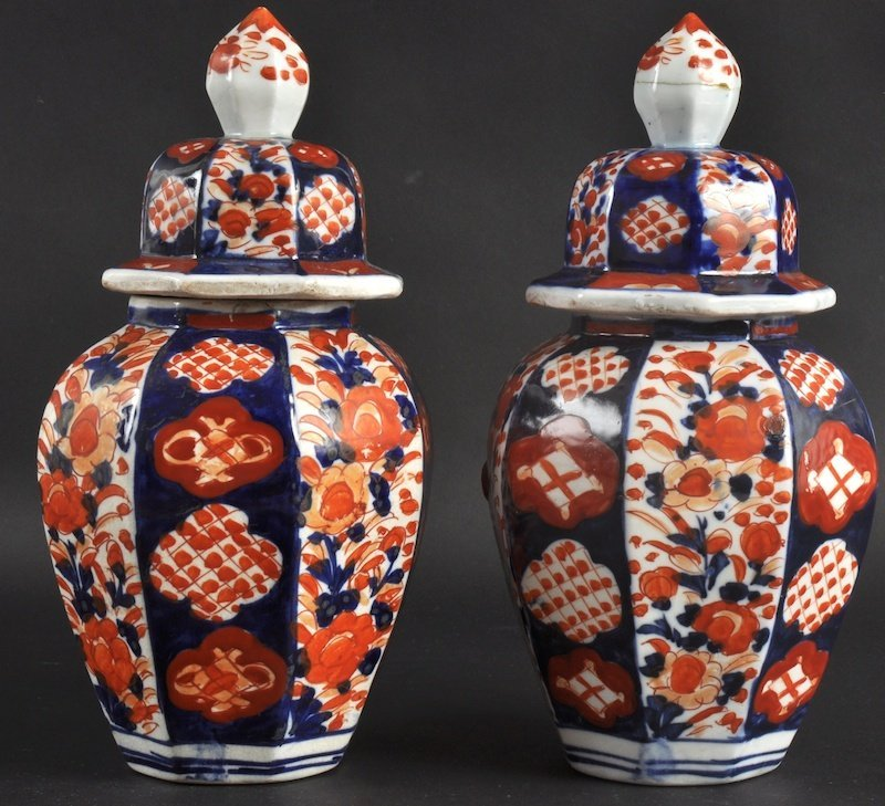 416: A PAIR OF LATE 19TH CENTURY JAPANESE IMARI VASES A
