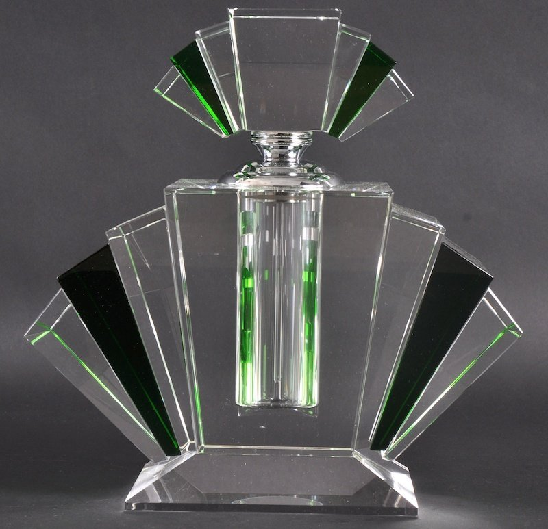 958: AN ART DECO STYLE GREEN AND CLEAR GLASS SCENT BOTT
