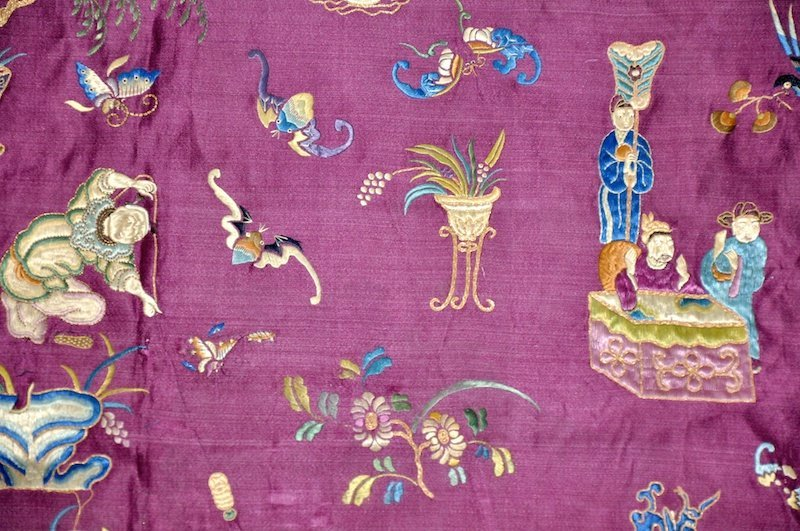 1:  AN UNUSUAL 19TH CENTURY CHINESE PURPLE SILK HANGING