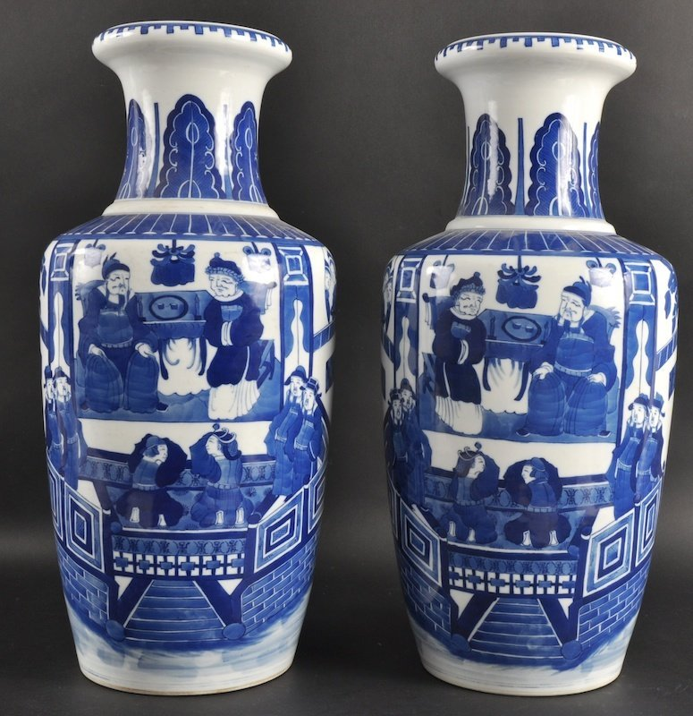 19:  A PAIR OF CHINESE BLUE AND WHITE ROULEAU VASES bea