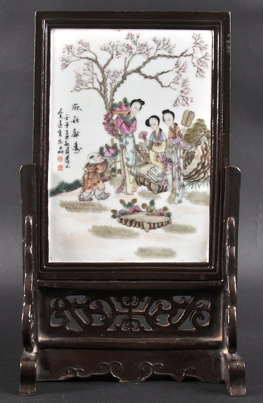 413: A CHINESE REPUBLICAN PERIOD PORCELAIN TABLE SCREEN