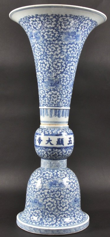 421:  A 19TH CENTURY CHINESE BLUE AND WHITE 'GU' PORCEL